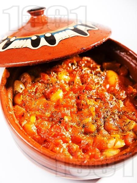 Гювече с печен боб, сирене, моркови и домати на фурна - снимка на рецептата